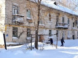 Из разрушающегося дома на улице 1-й Западной спешно расселили всех жильцов