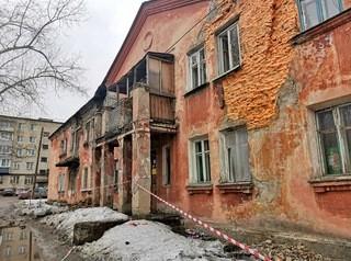 Еще 10 аварийных домов Барнаула обследуют на пригодность к дальнейшему использованию