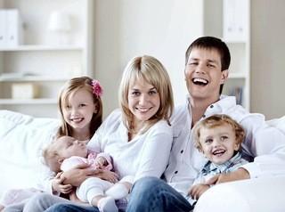 Закон о выплате многодетным семьям 450 тысяч рублей принят Госдумой