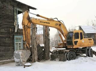 В Иркутске сносят ветхие дома в Октябрьском районе
