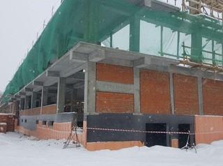На бульваре Рябикова возводят каркас нового спорткомплекса с бассейном