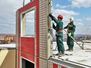Безработных россиян переобучат для работы на стройках вместо трудовых мигрантов
