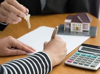 Банкам запретят навязывать дорогие дополнительные услуги ипотечным заемщикам