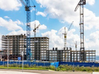 Состояние строительной отрасли в Иркутской области назвали плачевным