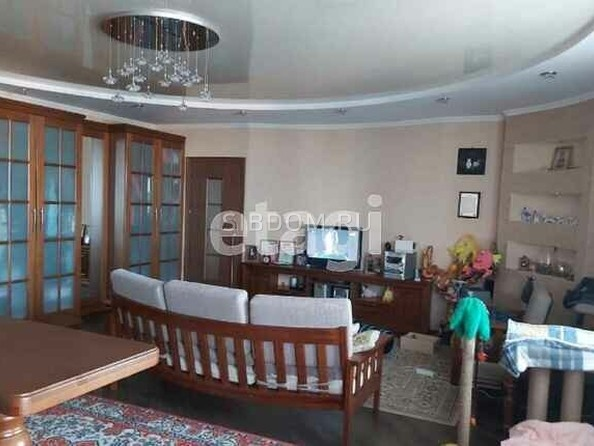 Продам 2-комнатную, 69.6 м², Папанинцев ул, 111. Фото 2.