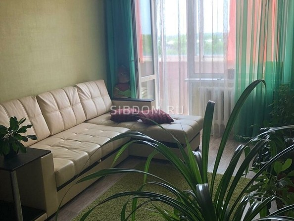 Продам 2-комнатную, 50 м2, Юрина ул, 208/39. Фото 1.
