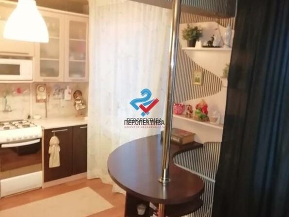 Продам 2-комнатную, 44 м², Ленинградская ул, 60. Фото 3.