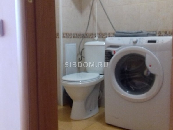 Сдам посуточно в аренду 1-комнатную квартиру, 42 м², Барнаул. Фото 4.