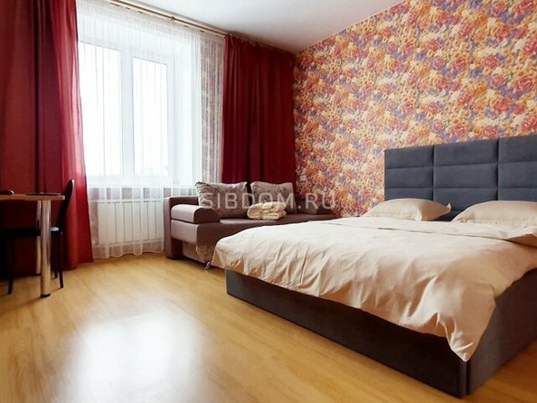 Сдам посуточно в аренду 3-комнатную квартиру, 90 м², Барнаул. Фото 2.