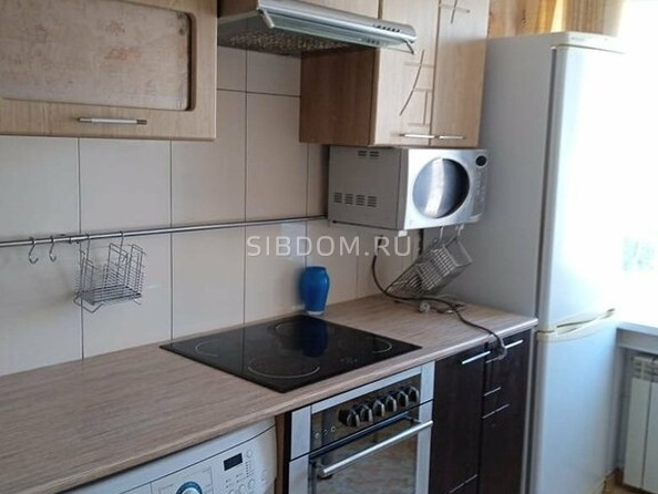 Сдам в аренду 3-комнатную квартиру, 64 м², Барнаул. Фото 2.